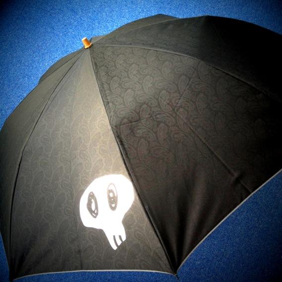 男の日傘展開状態